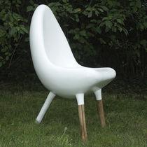 Silla de jardín de diseño original / de madera / de fibra de vidrio / de resina