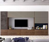 Mueble TV moderno / de nogal / de vidrio lacado