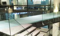 Pavimento de vidrio / para uso profesional / para espacio público / en losas