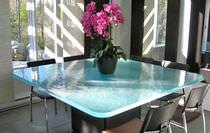 Mesa moderna / de vidrio / cuadrada