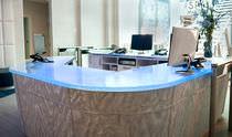 Mostrador de recepción modular / de esquina / de vidrio / con luz
