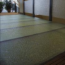 Pavimento de vidrio / para uso profesional / en losas / texturado