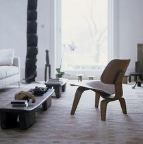 Sillón bajo moderno / de contrachapado / de Charles & Ray Eames