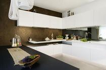 Cocina moderna / de madera lacada / de Corian® / de U-tubo