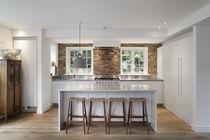 Cocina moderna / de piedra / con isla