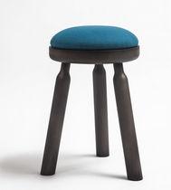Taburete moderno / de madera / tapizado / azul