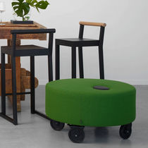 Puf moderno / de tejido / con ruedas / redondo