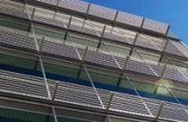 Celosía con lamas de aluminio / para fachada / accesible / horizontal
