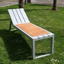 Chaise longue moderna / de roble / de acero / de exterior