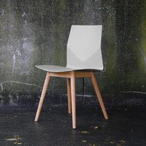 Silla de oficina moderna / tapizada / reciclable / de roble