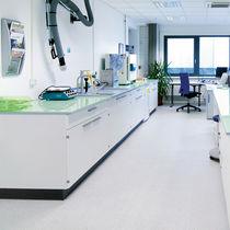 Pavimento de vinilo / para uso profesional / para centro sanitario / en losas