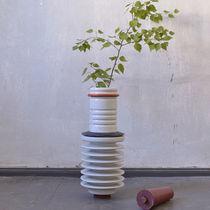 Florero de diseño original / de plástico