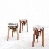 Taburete de diseño original / de madera / de material de recuperación