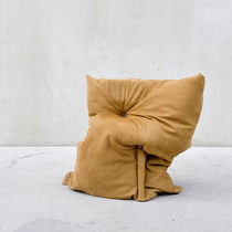 Sillón pera / de diseño original / de cuero / de material reutilizado