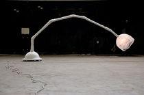 Lámpara de pie / de diseño original / de fibra de vidrio / de metal