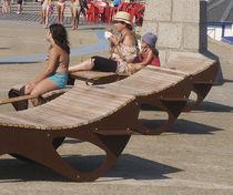 Tumbona moderna / de madera / para espacio público