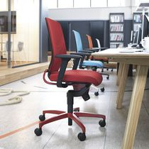 Sillón de oficina moderno / de malla / con ruedas / con patas en forma de estrella