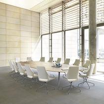 Mesa de conferencia moderna / de madera / ovalada / curvada