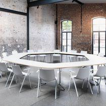 Mesa de conferencia moderna / de madera / de material laminado / de metal