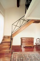 escalera en L con zancas laterales (estructura y pelda&ntilde;os de madera) MOD. E Alfa Scale