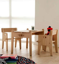 mesa infantil (mixta) PETERS by Hans J. Wegner  Carl Hansen & Son