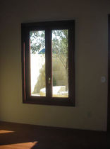 ventana abatible de doble vidrio en aluminio  Panda Windows & Doors