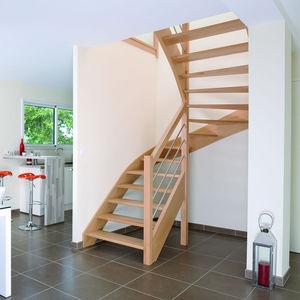 escalera en u en l con peldaos de madera estructura de madera