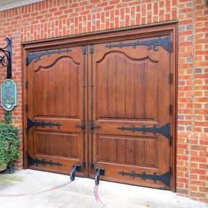 puertas de garaje abatibles de madera manuales