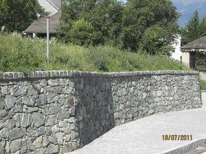 muro de contencin de piedra para valla de jardn