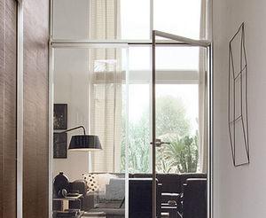 puerta de interior abatible de aluminio acristalada