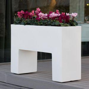 jardinera de polietileno rectangular moderna con luz