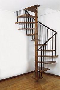 escalera de caracol cuadrada con peldaos de madera estructura de metal sin