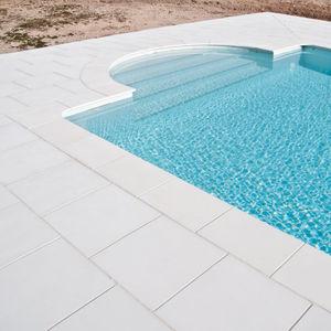 borde de piscina de piedra