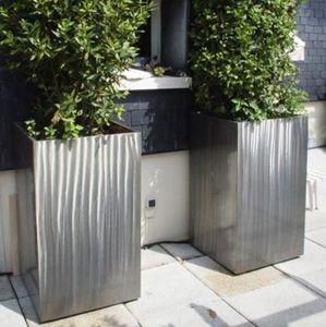 jardinera de metal moderna para espacio pblico