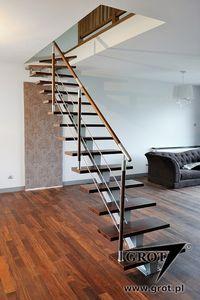 escalera en u con peldaos de madera estructura de metal sin