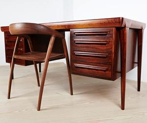 escritorio de madera de diseo escandinavo con armarios integrados