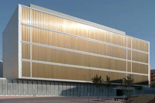 Celosía con lamas de aluminio / para fachada / con lamas orientables / vertical Tamiluz