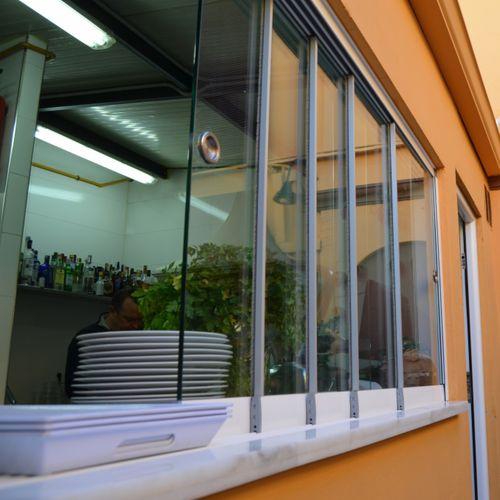 ventana corredera apilable / de aluminio / de seguridad / a medida