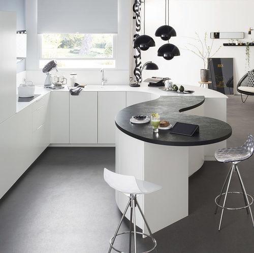 cocina moderna / de Corian® / de material laminado / de U-tubo