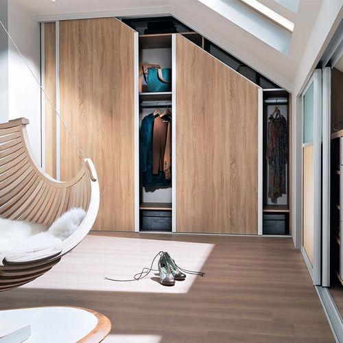 vestidor de pared / moderno / de roble / con puerta corredera