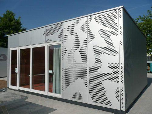 revestimiento de fachada en chapas / de metal / perforado / de panel