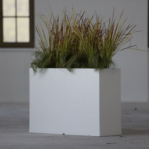jardinera de polietileno / rectangular / moderna / para espacio público