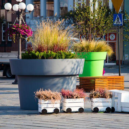 jardinera de polietileno / redonda / moderna / para espacio público