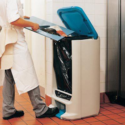 cubo de basura para cocina / de plástico reciclado / para el sector servicios / con pedal