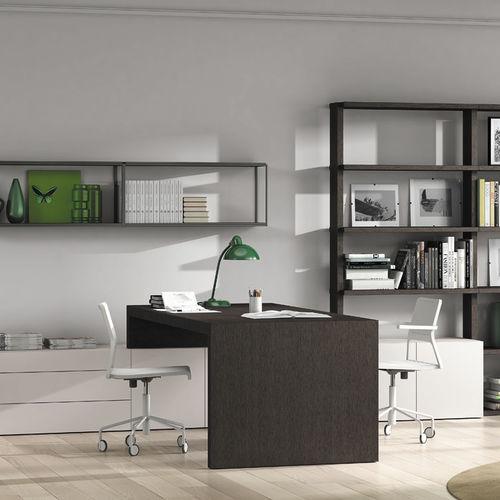 escritorio de roble / moderno / con espacio de almacenamiento