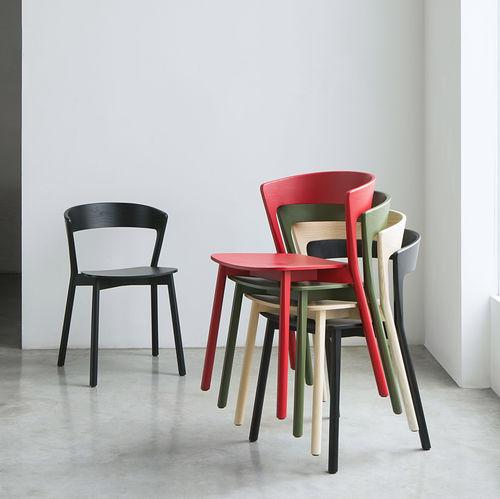 silla moderna / apilable / de tejido / de haya
