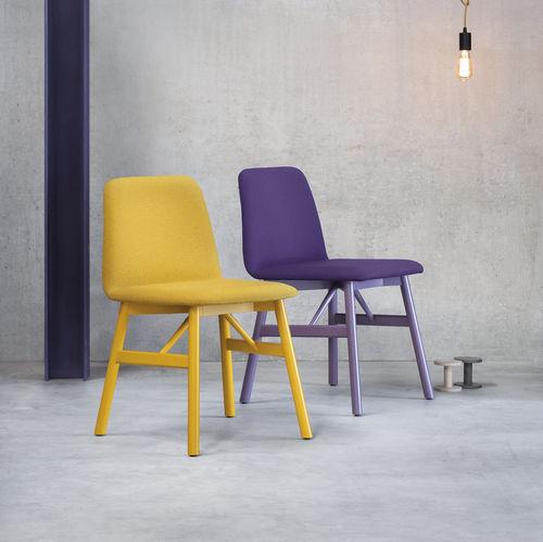 silla de diseño escandinavo / tapizada / de cuero / de haya