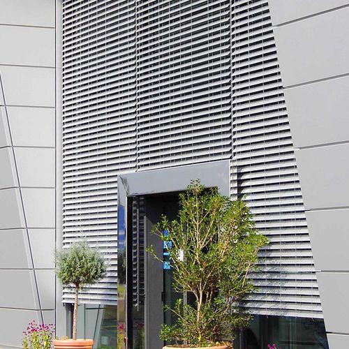 Celosía con lamas de aluminio / para fachada / para ventana / para verandas 90 STD Lupak Metal