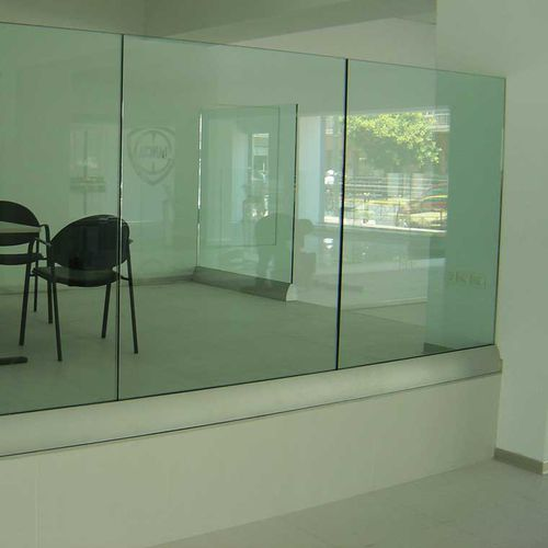 barandilla de vidrio / de aluminio / con paneles de vidrio / de interior