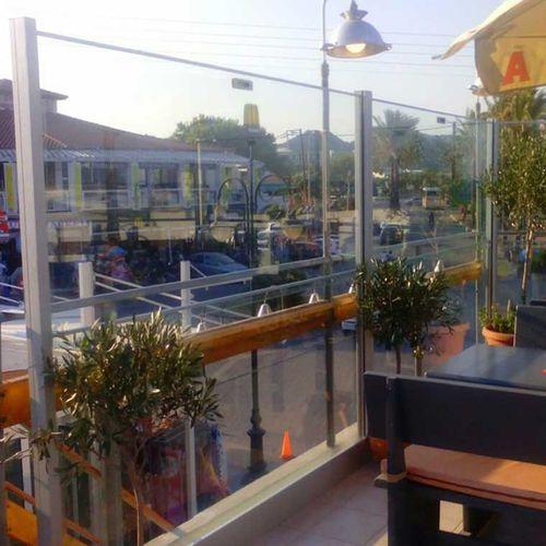 mampara paravientos de aluminio / de vidrio / profesional